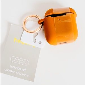 NWT Heyday Airpod silicone case with clip